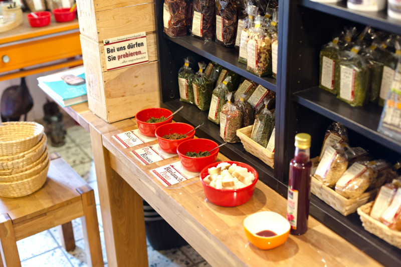 Dips und Pestos im Lagerverkauf vom Bremer Gewürzhandel probieren