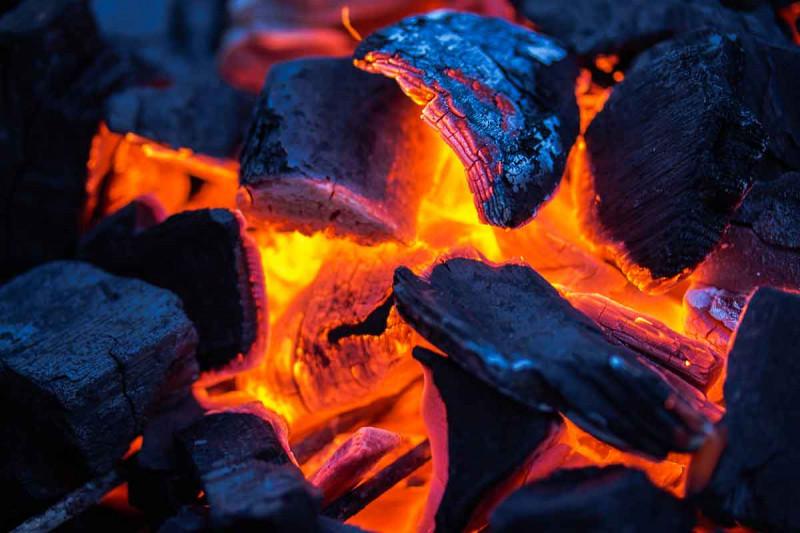 grillkohle glut grillen mit holzkohle bremer gewuerzhandel