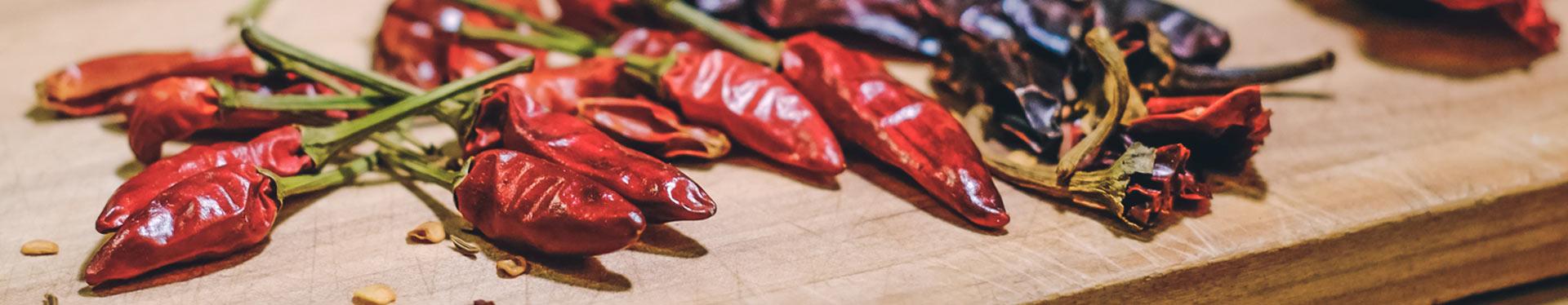 Chiligewürz: Chilipulver & Chilischoten