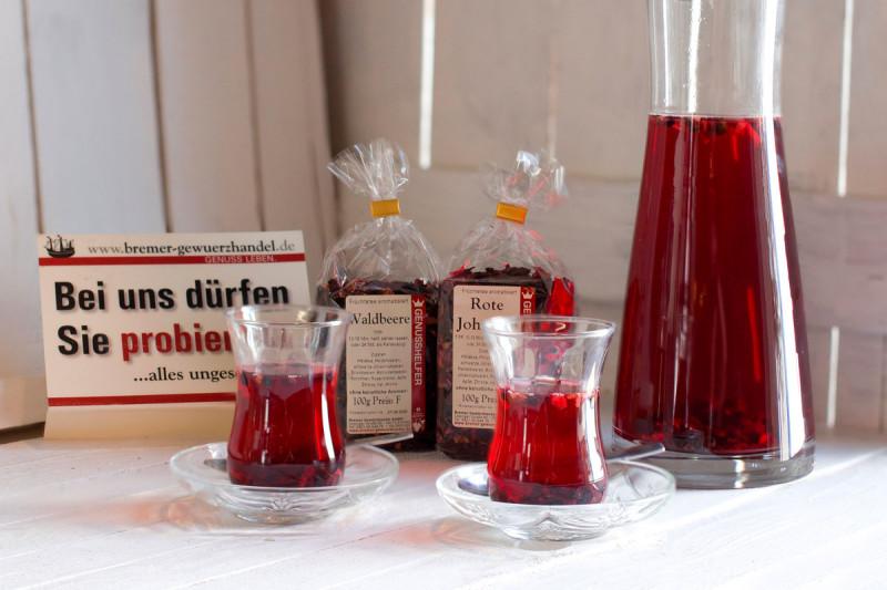 Tee probieren im Bremer Gewürzhandel
