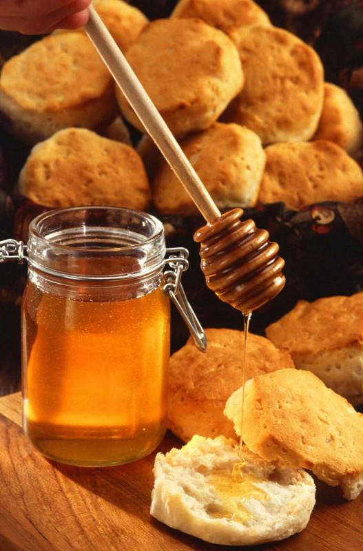 Honig Glas Brot Holzloeffel Bremer Gewuerzhandel