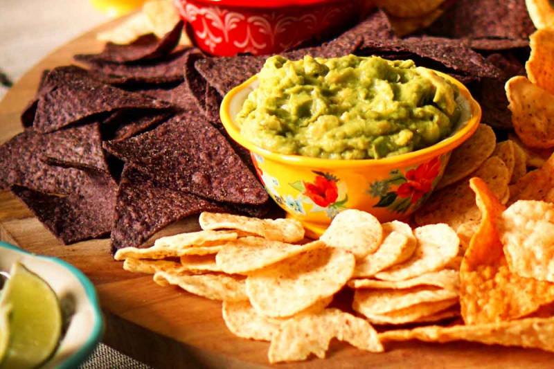 Avocado Dip mit Pita zugeschnitten  4